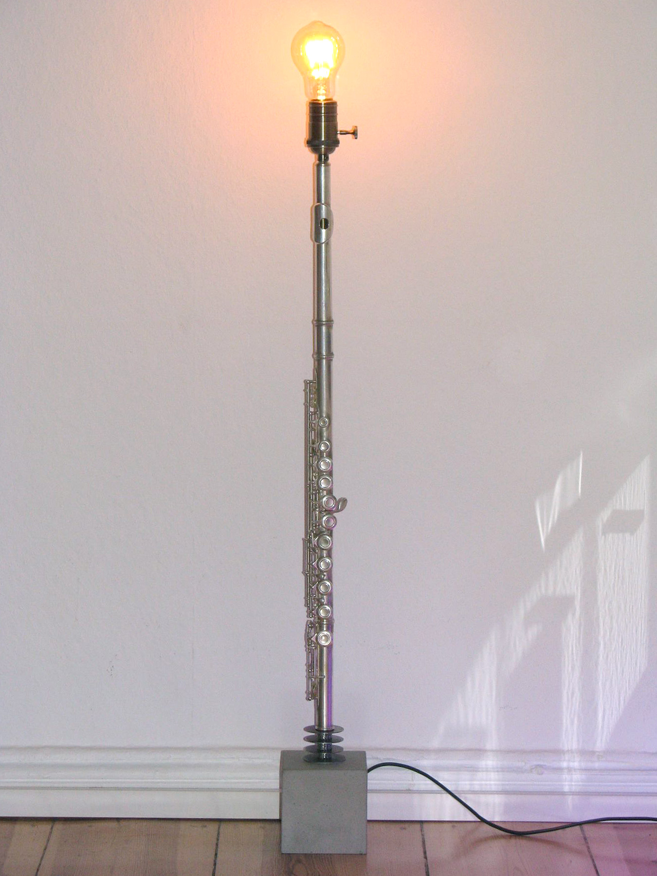 Querflöte Stehlampe Beton Edison Glühbirne Silber/Grau