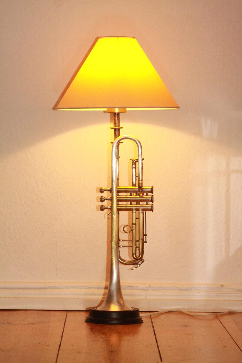 Trompetenlampe Stehlampe Gold-Silber Beige Vintage Handarbeit 40A_01